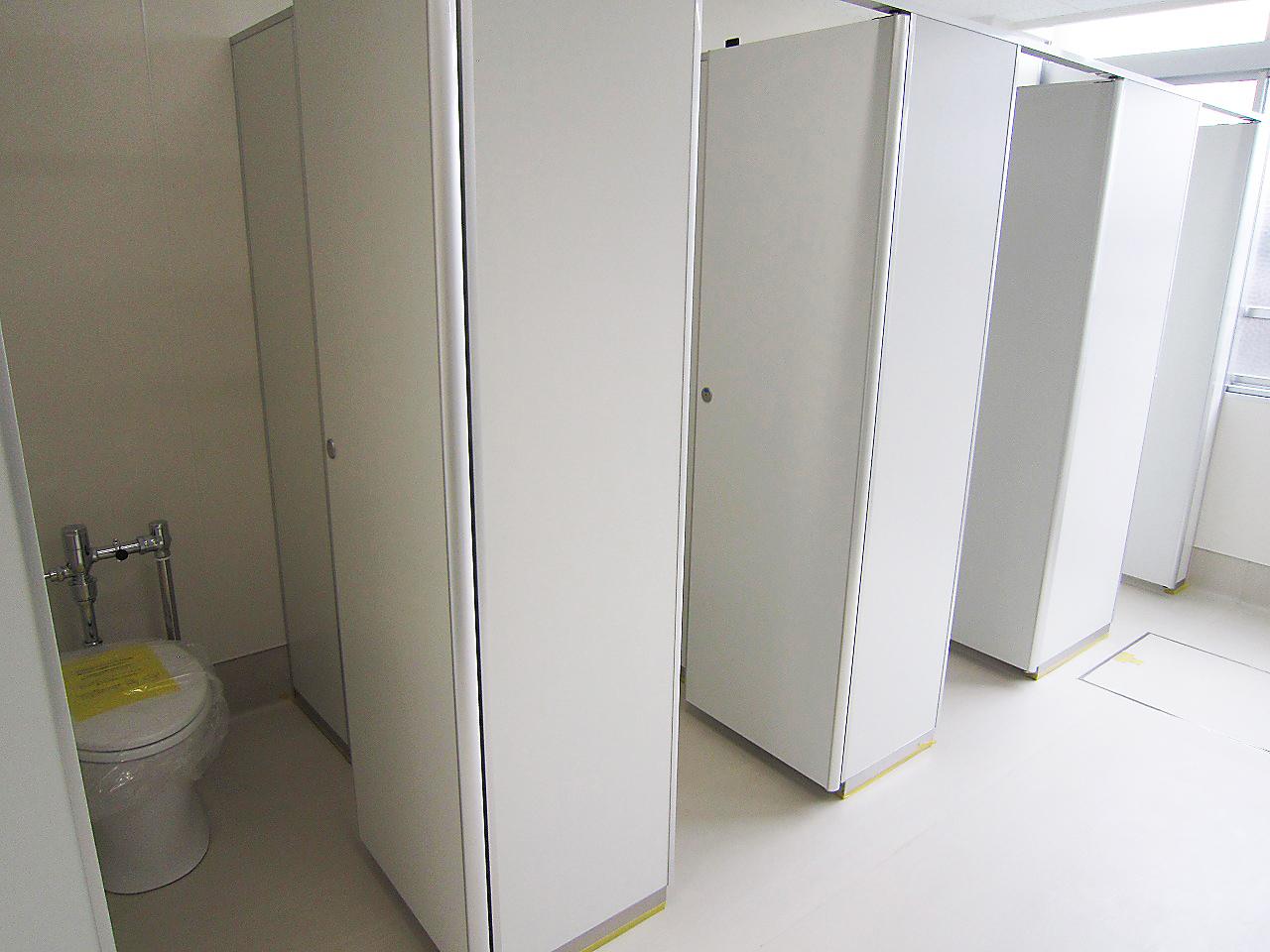 某高校プール棟改造工事 女子トイレ